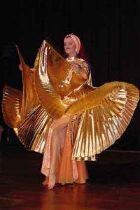 Orientalischer Tanz mit Tänzerin Asita, hier mit goldfarbenen Isis Wings.