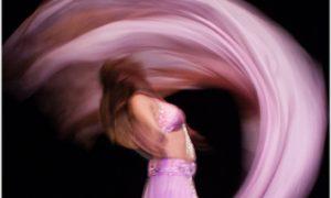 Buchung: Asita Double Voi Dance mit 2 rosa Schleiern