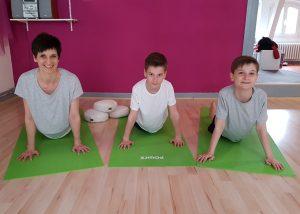 Yoga für Kinder: Katja Hake und Kinder